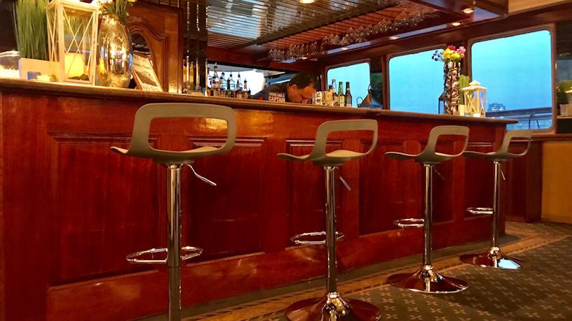 Royal Princess Deck 2 Full Service Bar